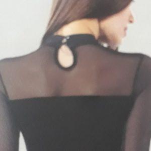 Alkalmi női body nyakán szatén díszítéssel (22779)