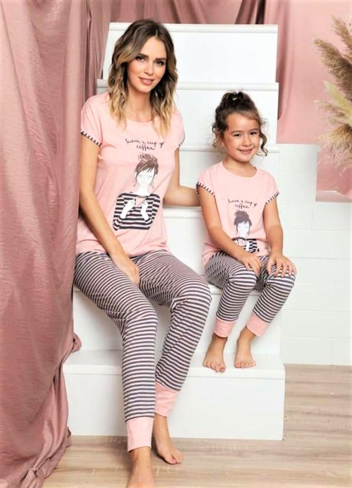 Pamut női pizsama csíkos nadrággal